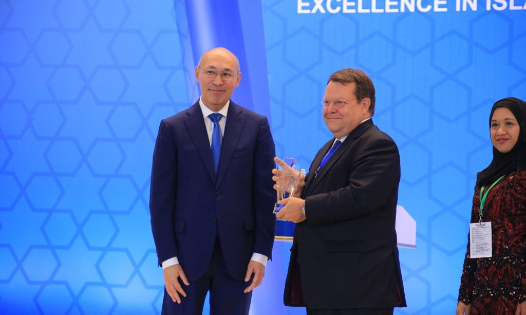 IRI wins international excellence award in Kazakhstan. The award was received on its behalf by Dutch Ambassador Dirk Jan Kop.